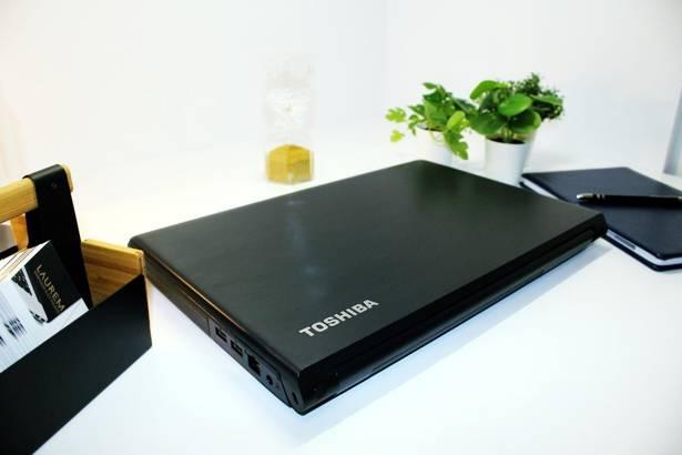TOSHIBA PRO A50 i3-4000M 8GB 240GB SSD WIN 10 HOME